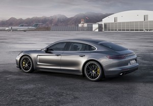 PORSCHE Panamera Turbo Executive Aut.