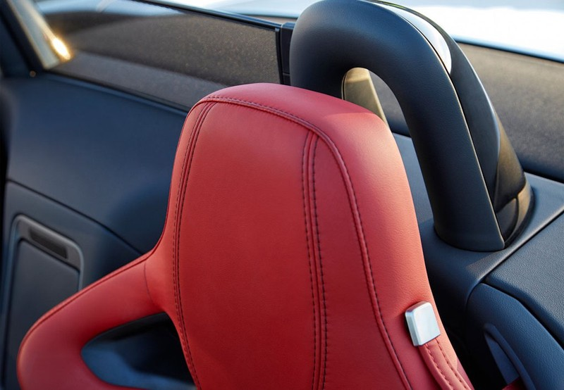 F-Type Convertible 2.0 I4 R-Dynamic Aut. 300