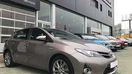 TOYOTA Auris hybrid Feel!