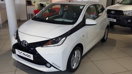 TOYOTA Aygo 70 x-play x-shift