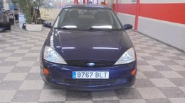 FORD Focus Sedán 1.6i 16v. Ambiente
