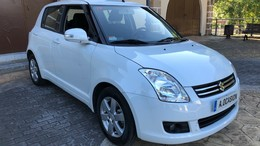 SUZUKI Swift 1.3 Black and White