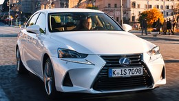 LEXUS IS 300h Executive Parking