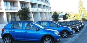 Dacia presenta su renovada gama de vehículos 2017