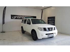 NISSAN Pathfinder 2.5dCi Chrome